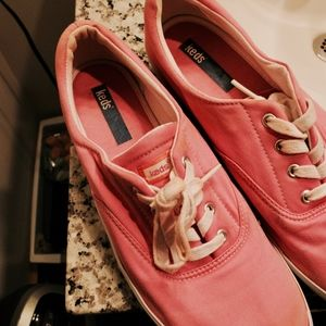 113. bubblegum pink low top keds